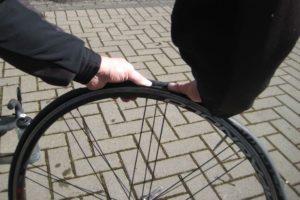 Reifenwechsel am Rennrad workshops tests technik Werkstatt Schlauch Rennrad Reifen Platten Panne Laufräder