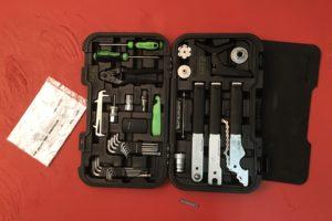 Werkzeugkoffer für Rennradreisen tests technik Werkstatt Schrauben Reparatur Rennradteile Rennrad