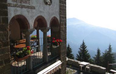 Reinkarnation an der Galleria Rosazza sommer reisen touren Rennradtour Italien