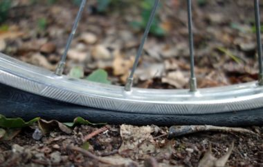 Ladies Special: Die etwas andere Anleitung zum Schlauchwechseln beim Rennrad. velosophie allgemein